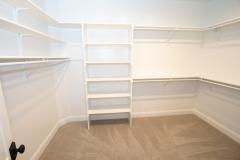 031_walk-in-closet